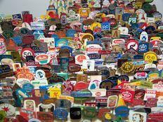 Collectie van 500 speldjes uit de jaren 1950/60/70