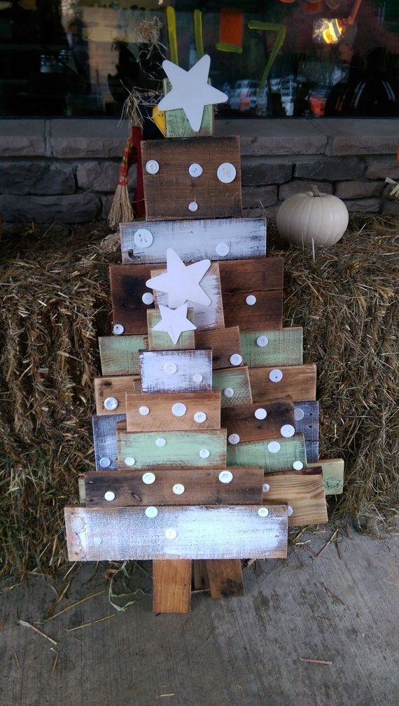 reclaimed pallet wood christmas trees by