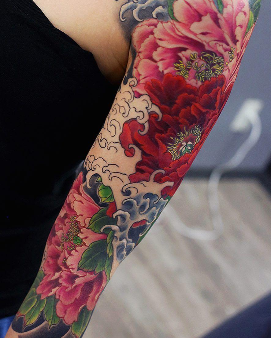 "Photo of Kenji Shigehara YK-TATTOO on Instagram: ""Today's work. #peony #牡丹 #botan #wave #波 #flowertattoo #sleevetattoo #Japanesetattoo #inked #irezumi #刺青 #和彫り #tattooartist…"""