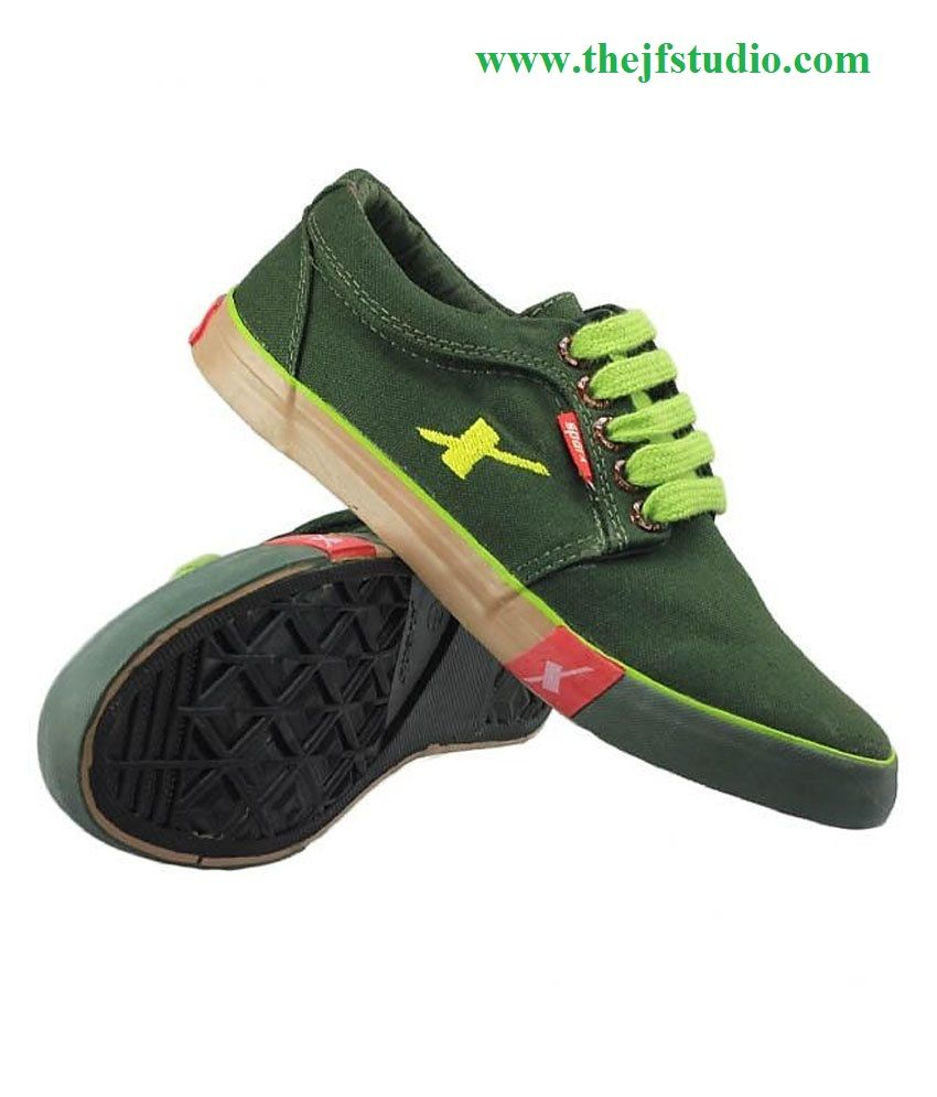 5211a1b45925 There are numerous renowned brand names that are launching sports shoes,  casual shoes, floaters, sandal and slippers. Sparx is also a top Indian  brand with ...