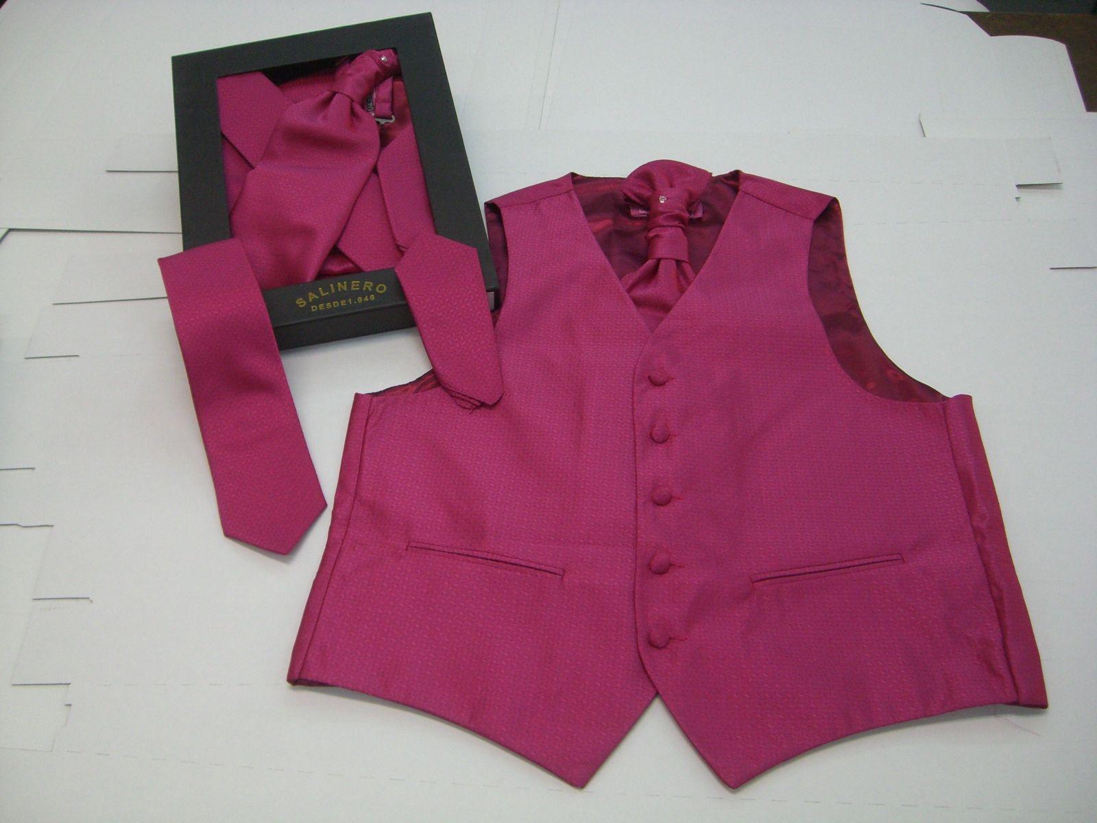 Y si el novio elige el color rosa para su corbata?   Trajes satur ...