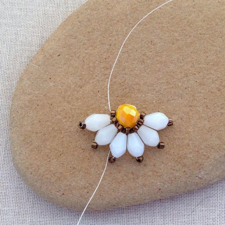 Brick Stitch Daisy Flower Diy Flower Jewelry Diy Beaded Jewelry Diy Brick Stitch
