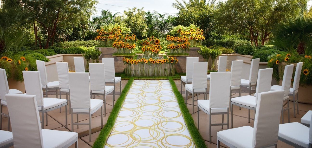 Las Vegas Wedding Venue Elegant Poolside Patio Location At A Famous Casino Perfectweddingvenue