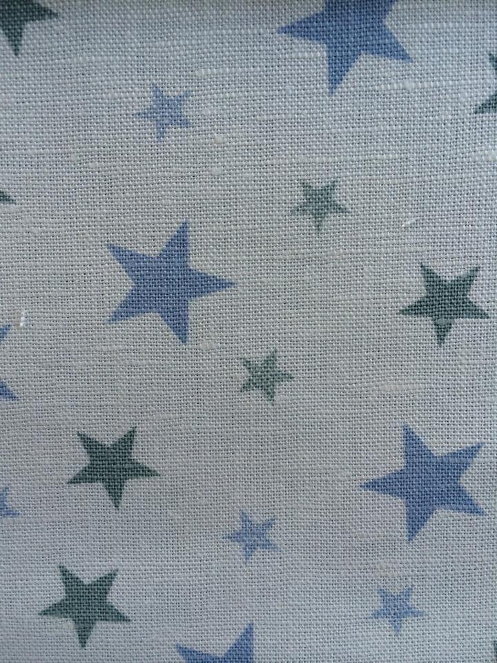 estampado-estrellas-azules-verdes