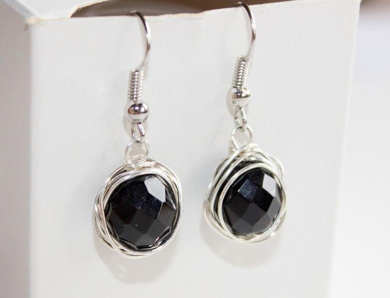 tolle Ohrringe aus schwarzen Perlen und silbernem Draht | Ohrringe ...