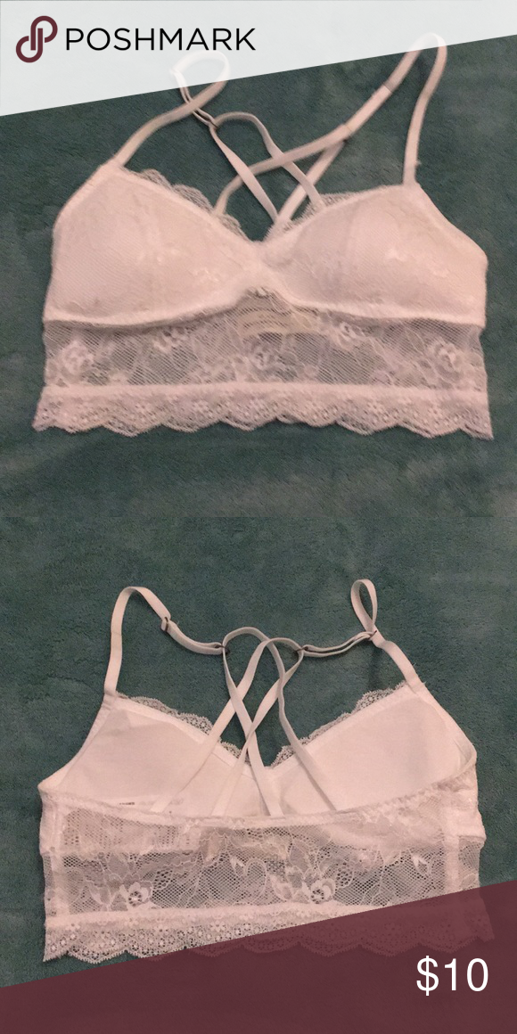 506c0844027 Abercrombie White Lace Bralette XS. Like new condition. Adjustable straps.  Removable padding. Abercrombie   Fitch Intimates   Sleepwear Bras