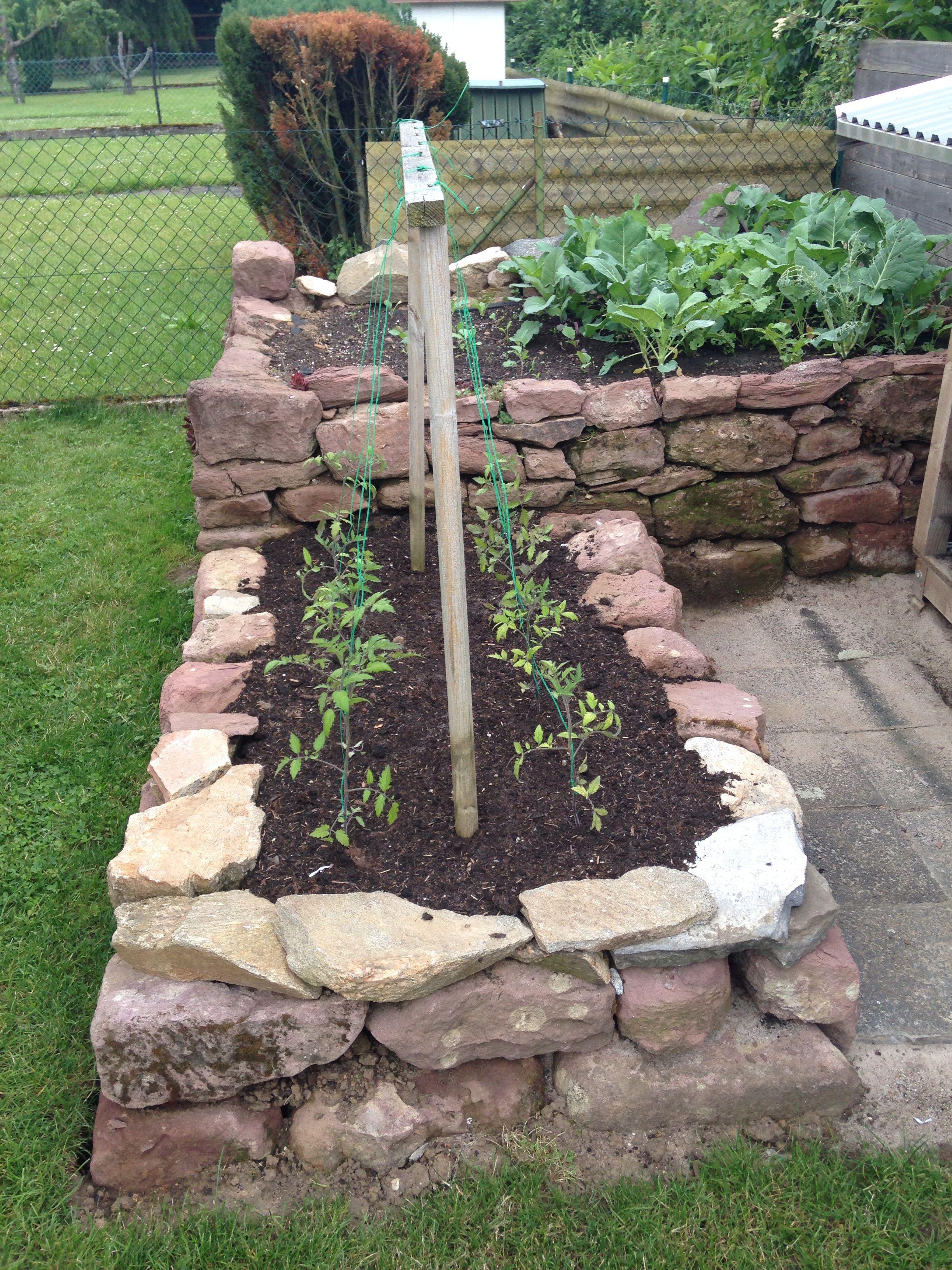 Hochbeet f r tomaten think green hochbeet natursteine for Natursteine garten