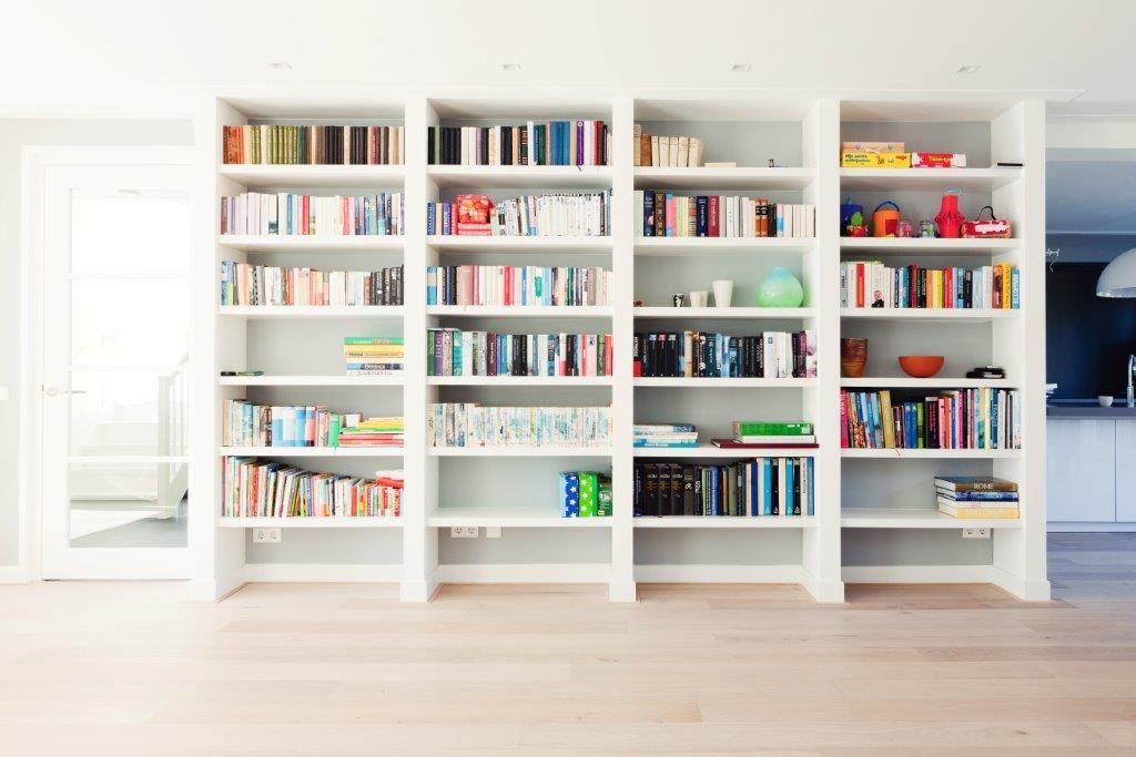 Afbeeldingsresultaat voor hoge boekenkast | Inbouw boekenkast ...