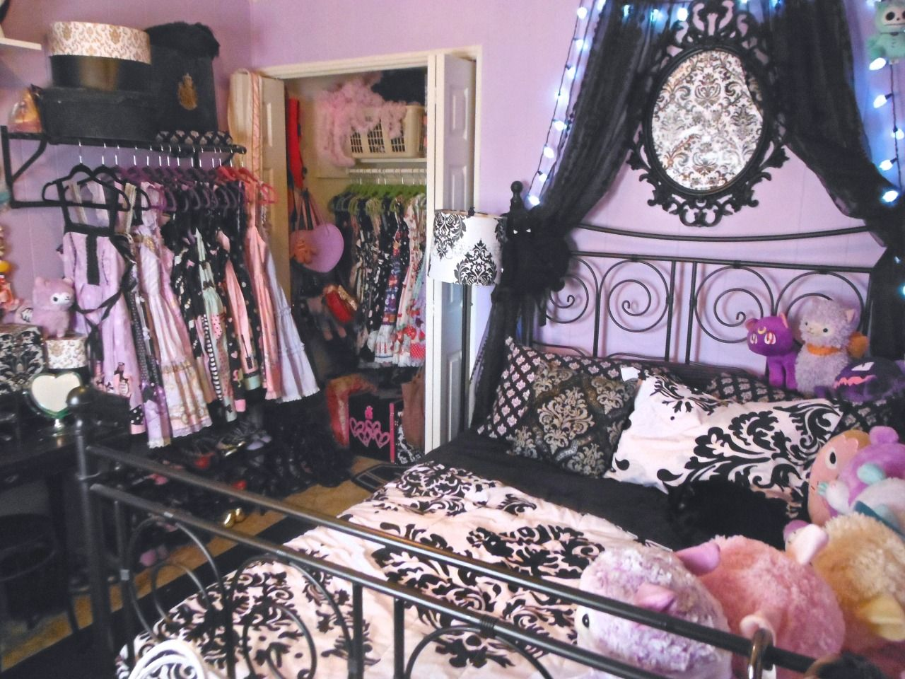 Gothic Schlafzimmer ~ Beautiful bed cute decor gothic grunge home kawaii love