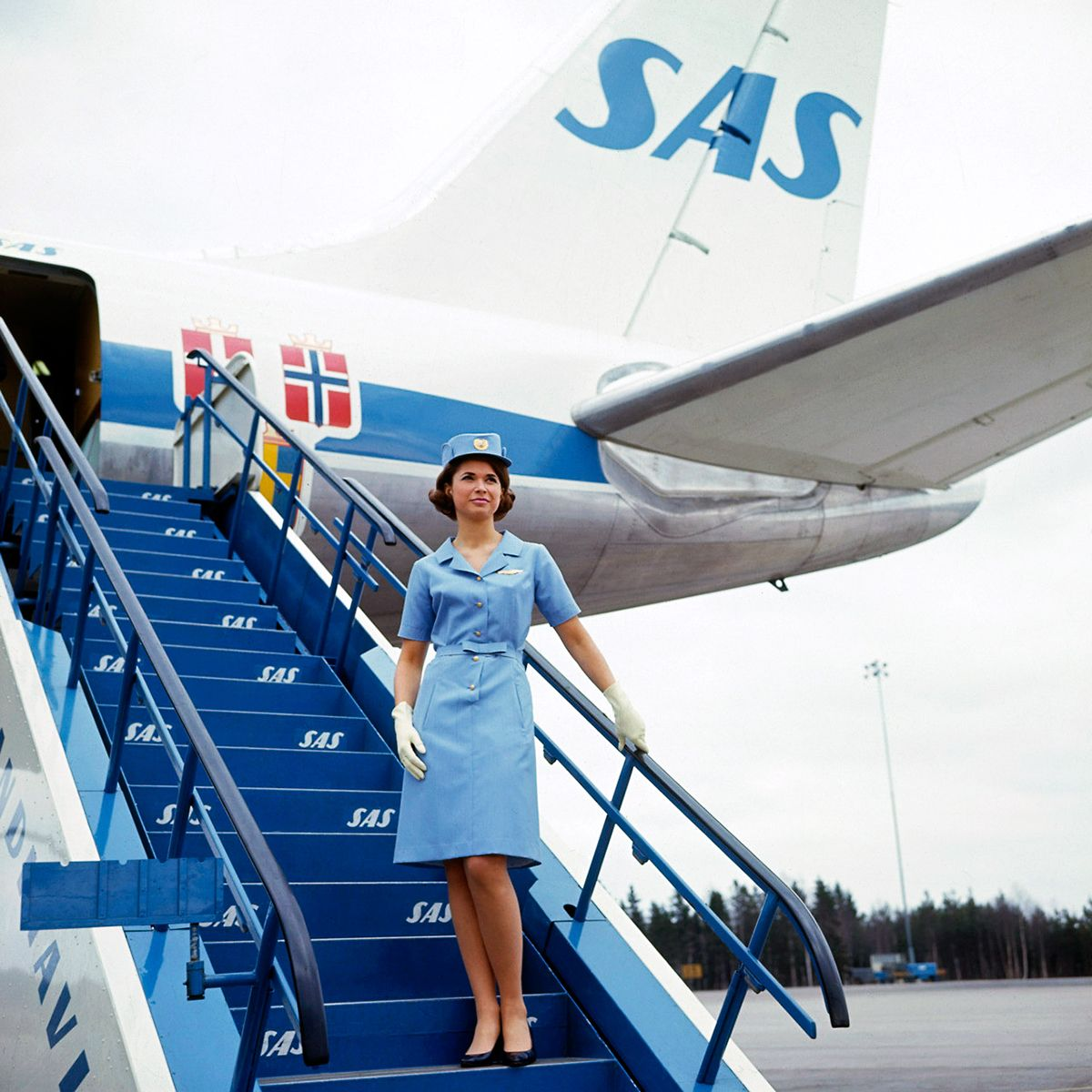 Flight Attendant For Scandinavian Airlines 1959 Belas Pernas Anuncios Antigos Aviacao