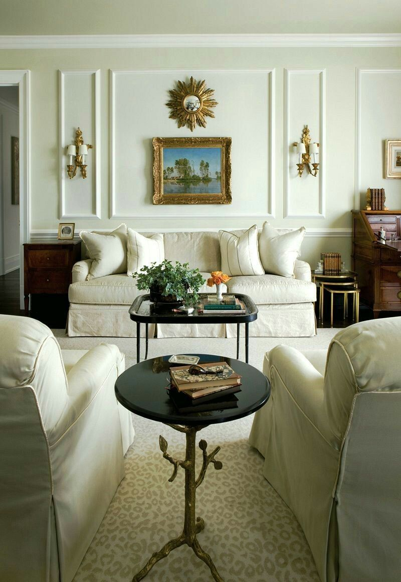 Interior Decorator Atlanta Family Room. An Elegant Traditional Living Room  With A Classic English Roll