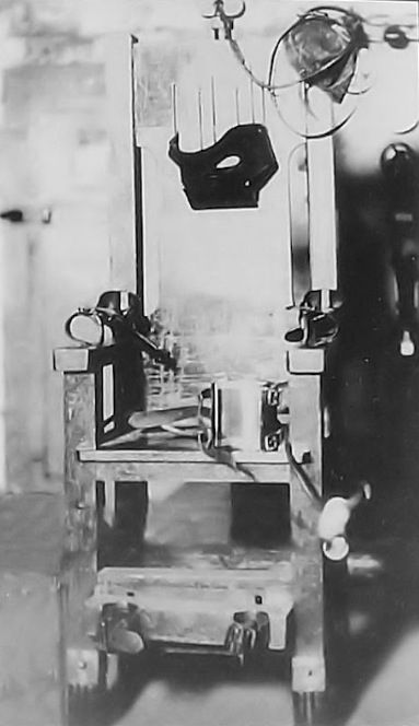 Old Sparky  an u0027electric chairu0027 from Houston Texas that took 361 lives including Raymond Hamilton of the Clyde Barrow Gang. Retired 1964. & Old Sparky