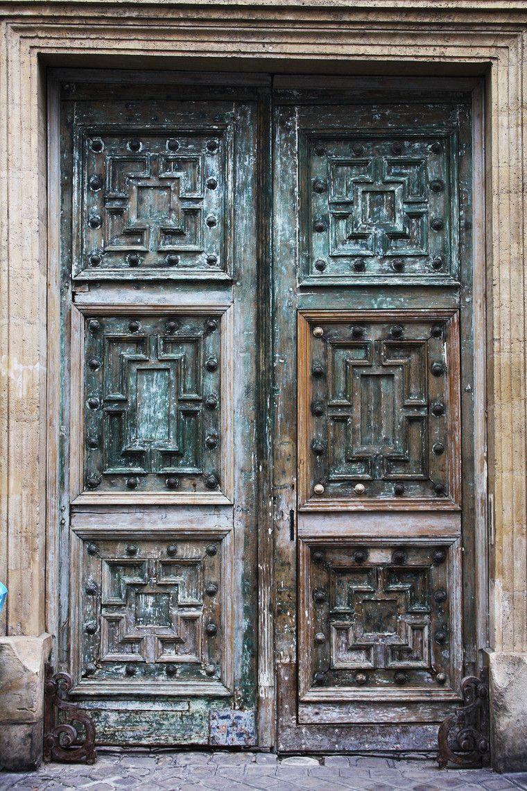 Η ποίηση είναι μία πόρτα ανοιχτή