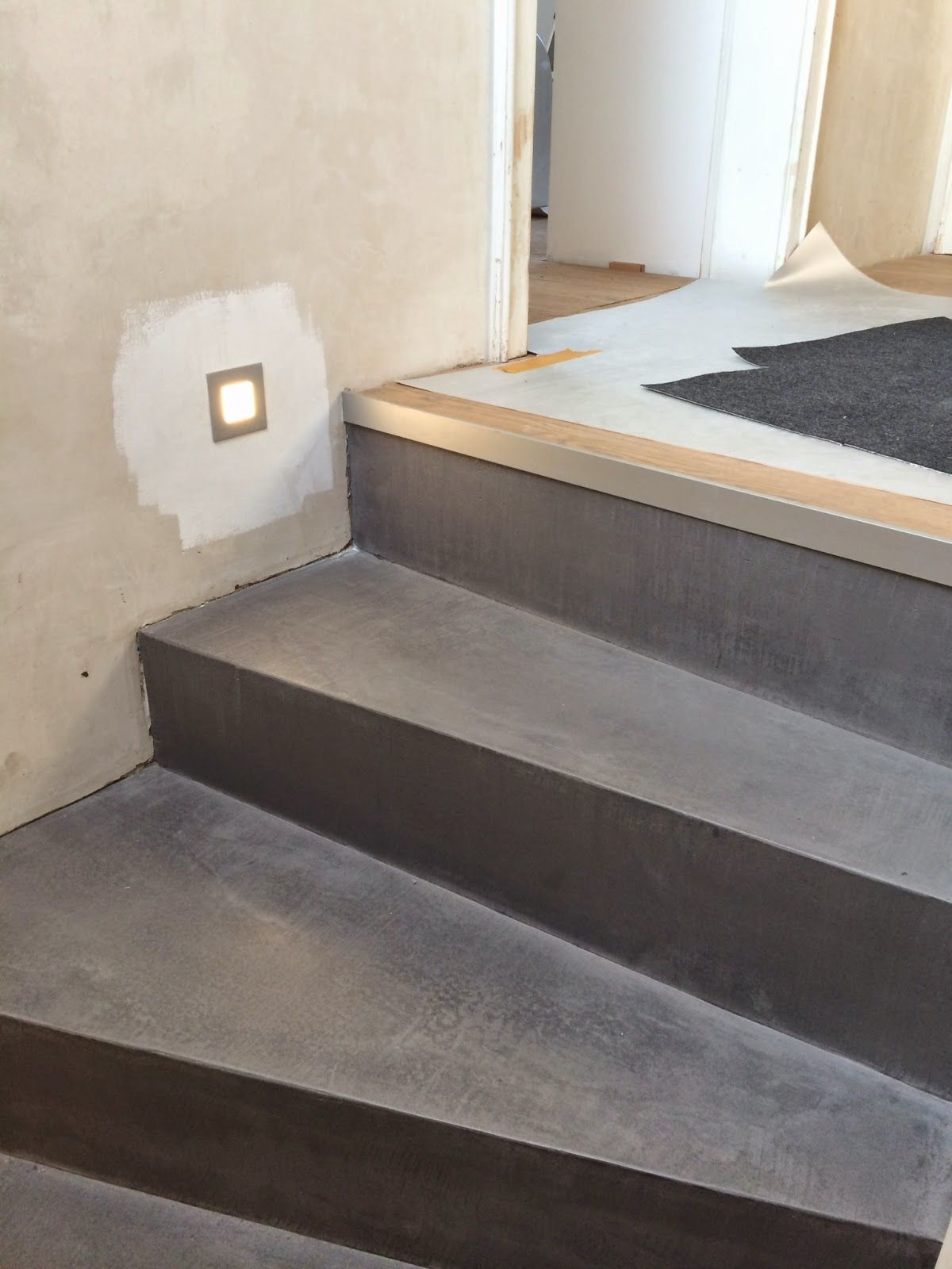 Beton Cire Oberflachen In Beton Look Betontreppe Beschichten Sichtbetontreppe Treppenbeschichtung In Dusseldorf In 2020 Betontreppe Treppe Treppe Renovieren