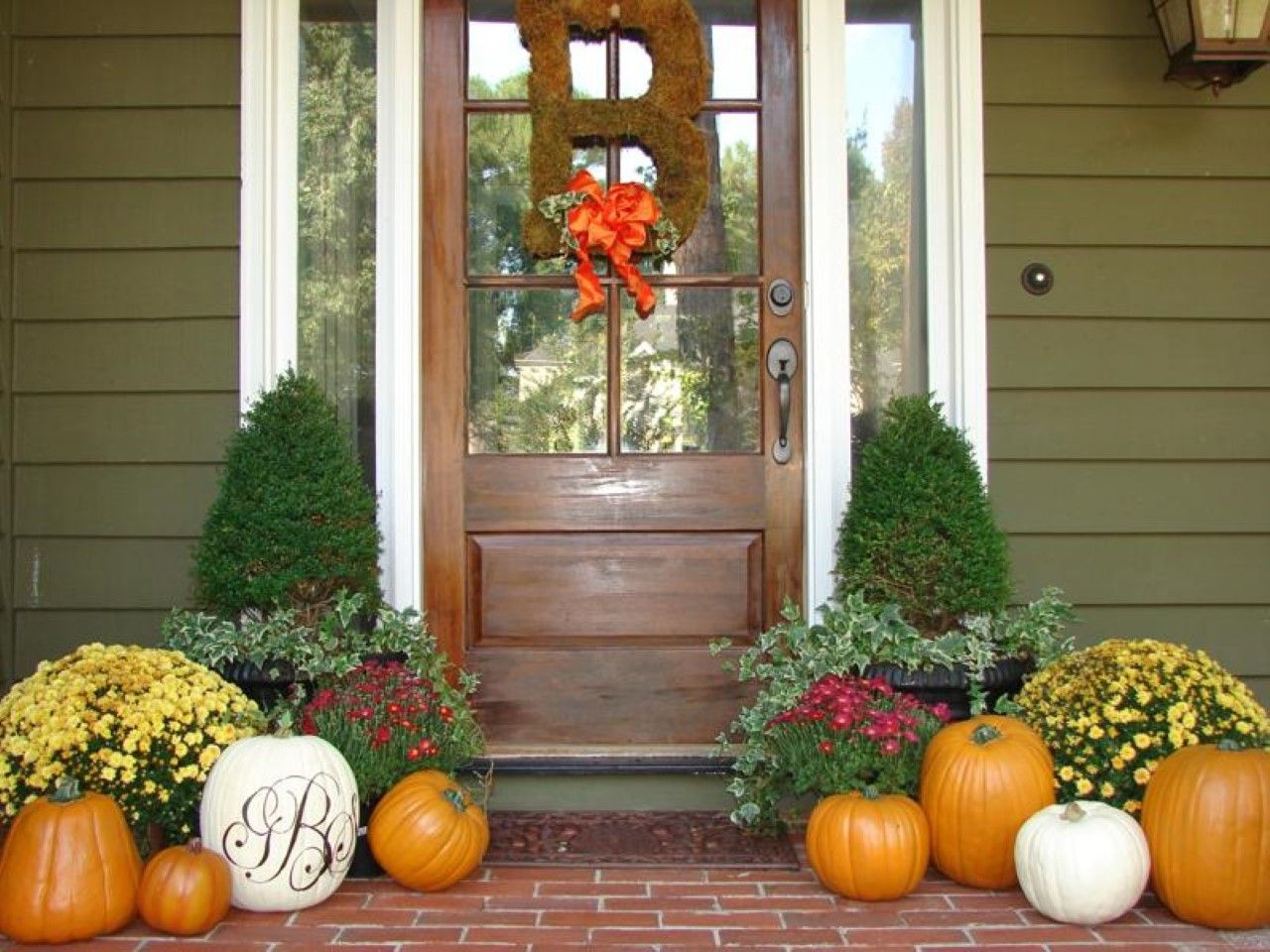 Merveilleux B Letter With Ribbon On Door And Snazzy Fall Front Porch Decorating Idea  Plus Colourful Flowers And Mature Pumpkins