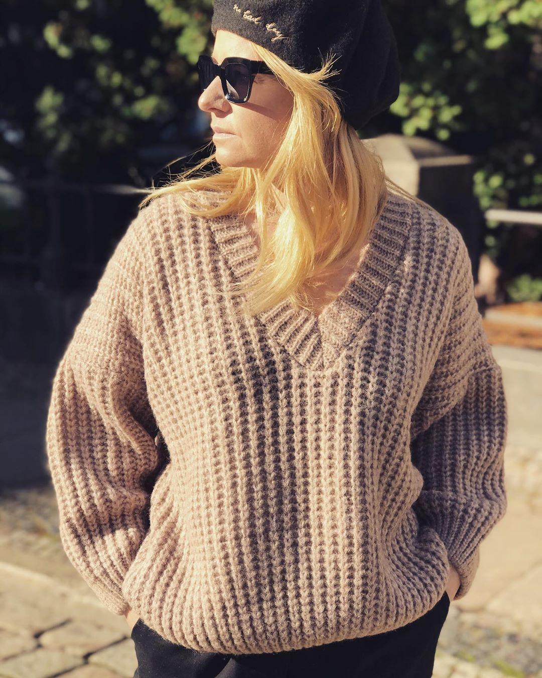 Miękki, ciepły, mięsisty .... i nie drapie taki jest nasz sweter V-neckl 🍂———————————————————————————#simplylifeconcept