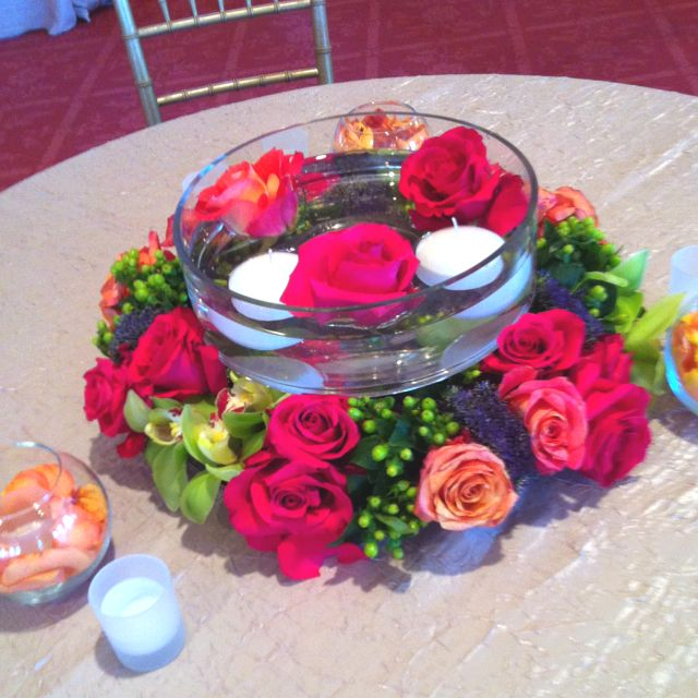 Floating Candles Centerpieces Ideas For Weddings: Centerpiece With Glass Bowl For Floating Candles & Flowers