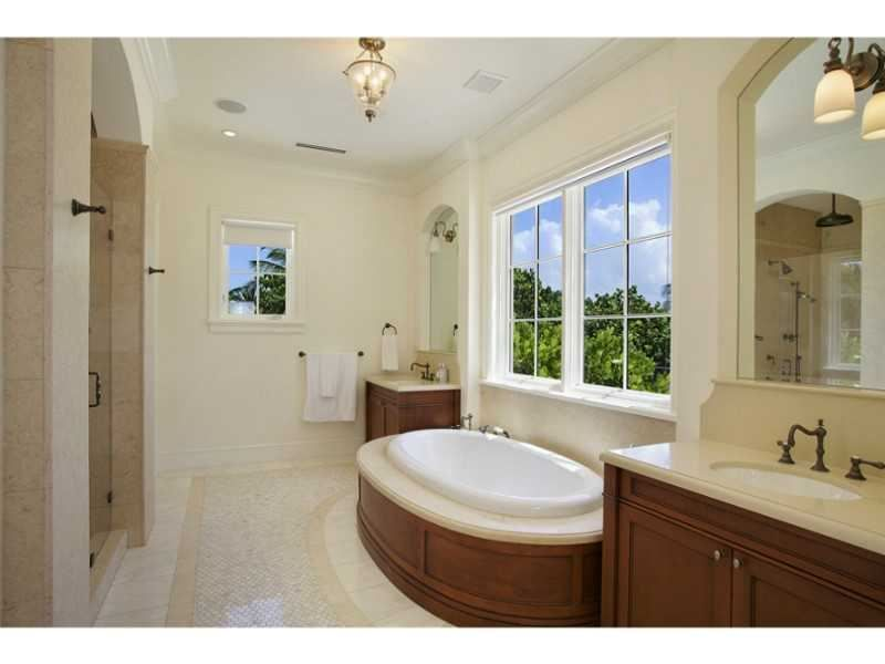 Interesting bathroom layout. It\'s nice how developers used the ...