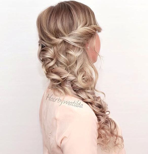 Curly Side Hairstyle For Long Hair Side Braid With Curls Homecoming Hairstyles Hair Styles