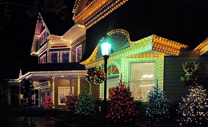 11 Tips for Hanging Your Christmas Lights Christmas - outdoors