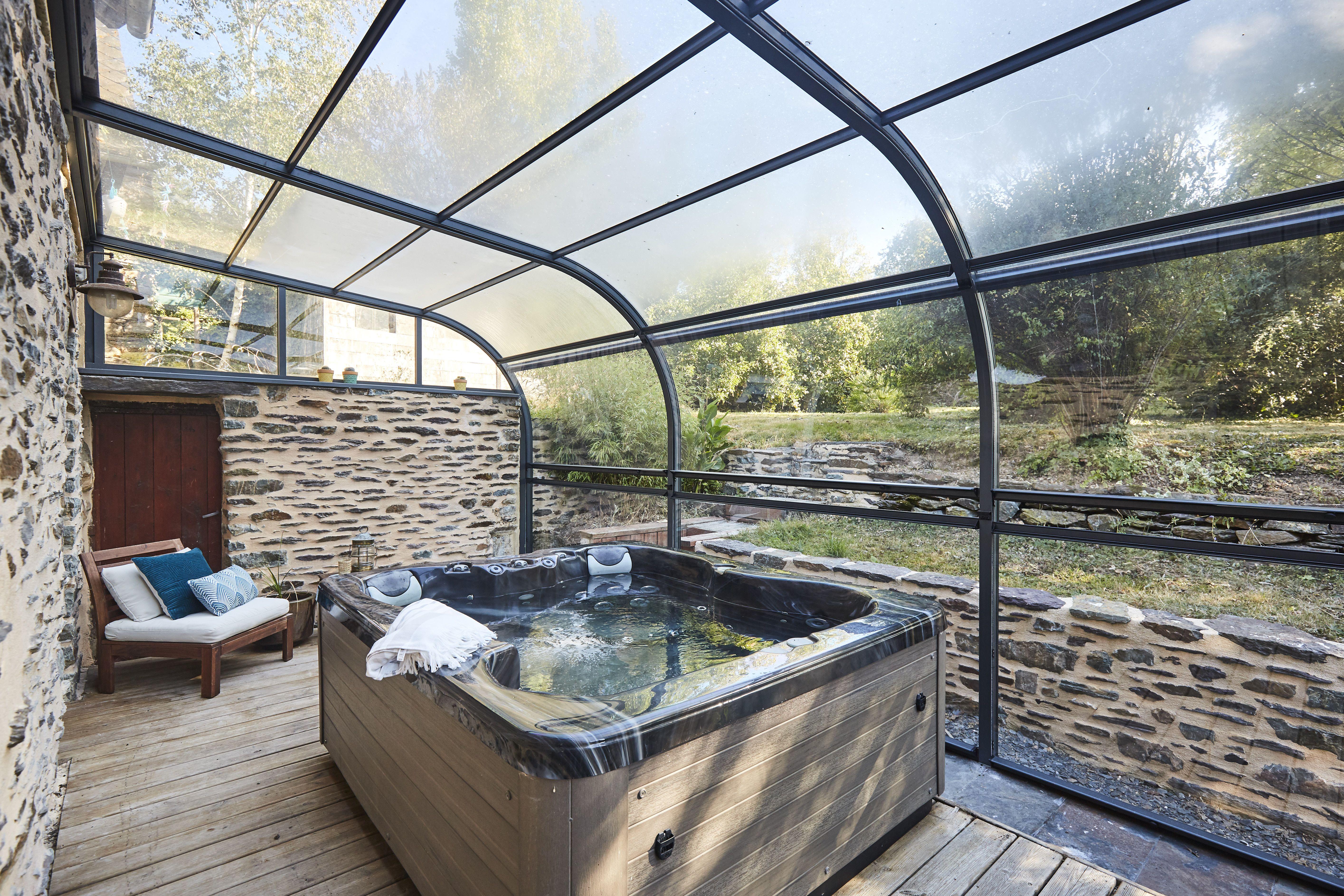 La Forme Galbee Et Harmonieuse De L Abri De Terrasse Panoramik Offre Un Espace Couvert Spacieux Qui S Integre Parfaitemen Abri Terrasse Jardin Couvert Terrasse