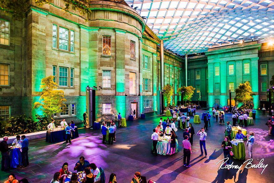 Fotógrafos de bodas en el Smithsonian Washington DC | Nuestros lugares de eventos favoritos del Smithsonian para su boda: fotoperiodismo de bodas por Rodney Bailey