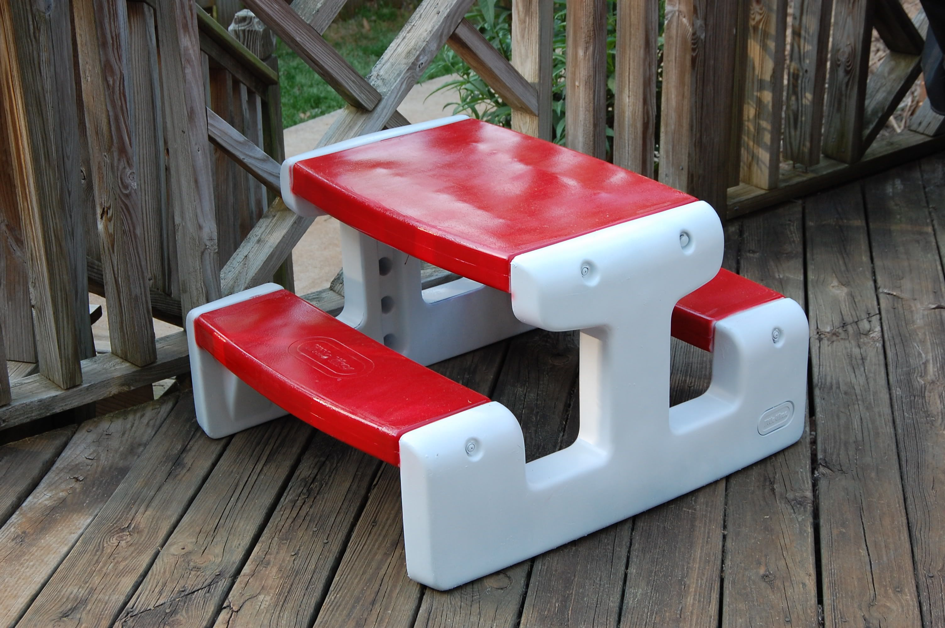 Plastic Kids Picnic Table Make Over With Spray Paint   Could Do This With  The 2nd