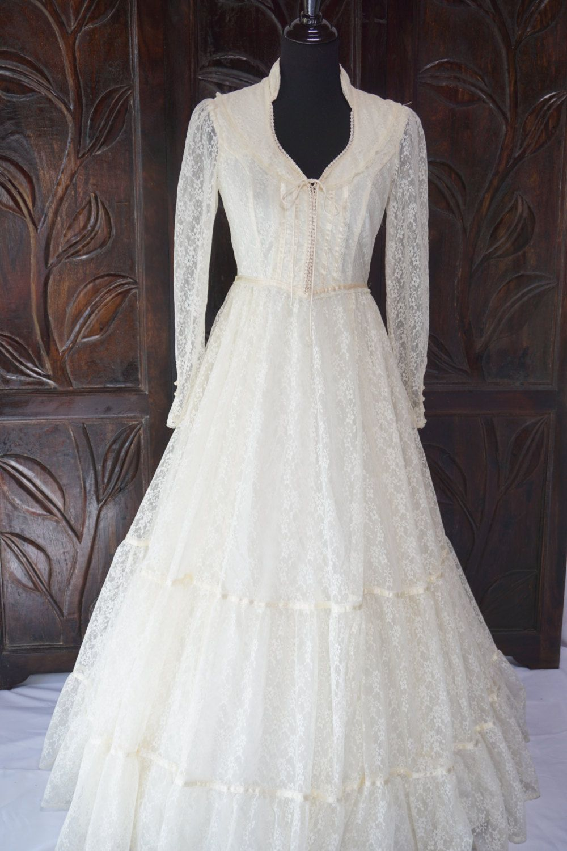 8785489dbf4 Vintage Ivory Gunne Sax Jessica McClintock Wedding Dress Size 9 by  JBroadwayBoutique on Etsy