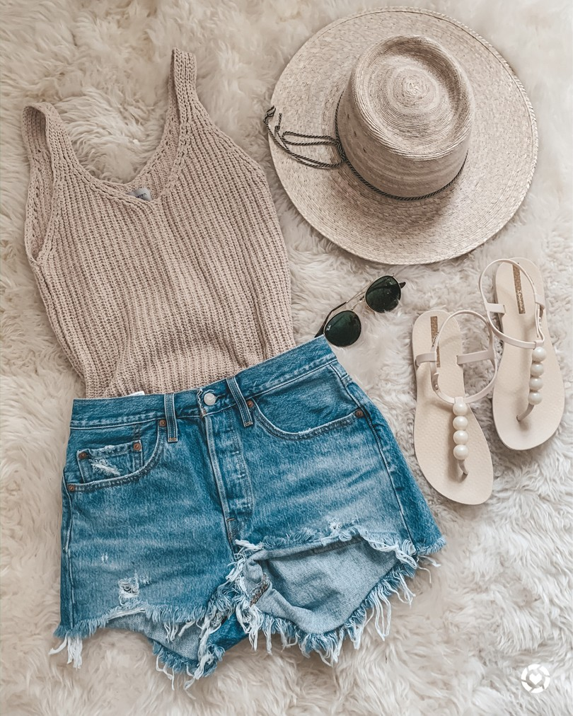 beach look // spring break outfit // jean shorts in 26  Fashion