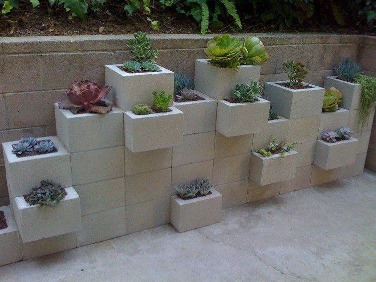 Jardiniere En Beton Diy En Parpaings Pour Les Plantes Grasses Decoration Jardin Decoration Jardin Exterieur Jardiniere Beton