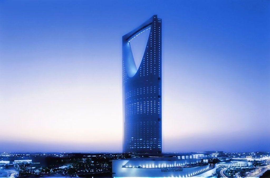 برج المملكة احد الاثار الحديثة بالرياض لمعلومات اكثر عن كافة الاماكن التى يجب زيارتها فى الرياض يمكنكم زيارة الرابط التالي Http Skyscraper Saudi Arabia World