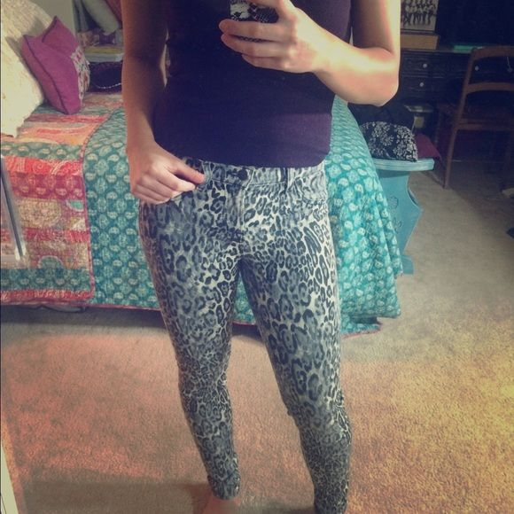 J Brand Snow Leopard Jeans Pants Leggings 25 J Brand Snow Leopard Jeans Jeggings. Size: 25. They have a good stretch so could also fit a 26. Extremely comfortable. Purchased from Kendall Jenner's eBay sale for charity. Retail: $202. Excellent condition. J Brand Pants Skinny