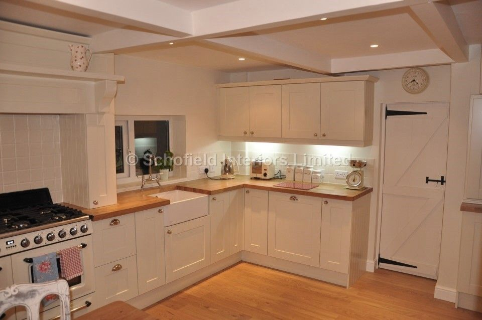 Painted Farrow and Ball Painted shaker Kitchen with Smeg Range ...