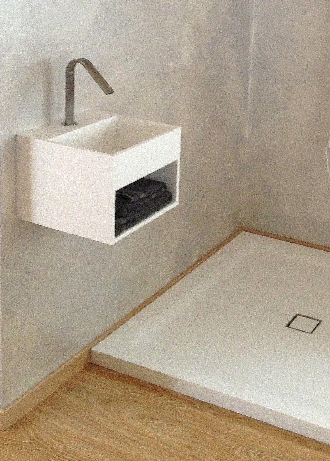 Lavamanos cuadrado suspendido de piedra acrílica BOX 250 by Heart Design by Astaga Communication