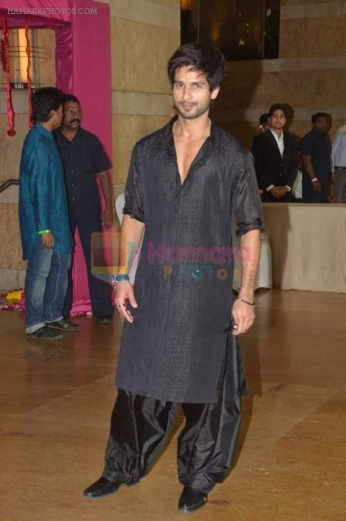 Image result for shahid kapoor pathani suit