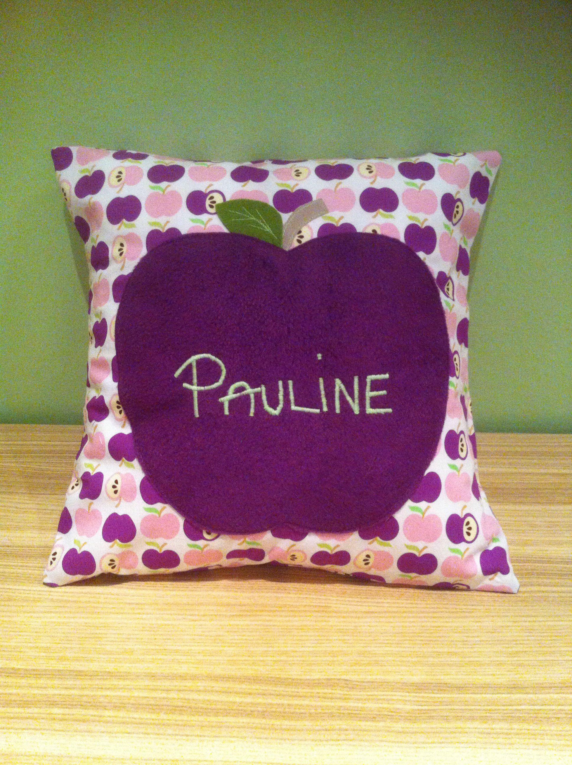 Kissen für Pauline Stoff: an Apple a Day / HamburgerLiebe