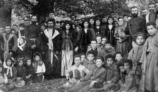 En 1936 bajo el mandato de Stalin, nace la República Socialista Soviética Autónoma de Chechenia-Igushetia. Esta situación se mantiene hasta las dos guerras contemporáneas de 1994-1996 y 1999-2009; avivadas por el colapso de la Unión Soviética y sus consecuencias. Como reacción a esto, cabe destacar el nacionalismo y las políticas de privatización; por un lado,  y el fundamentalismo islámico; por el otro.