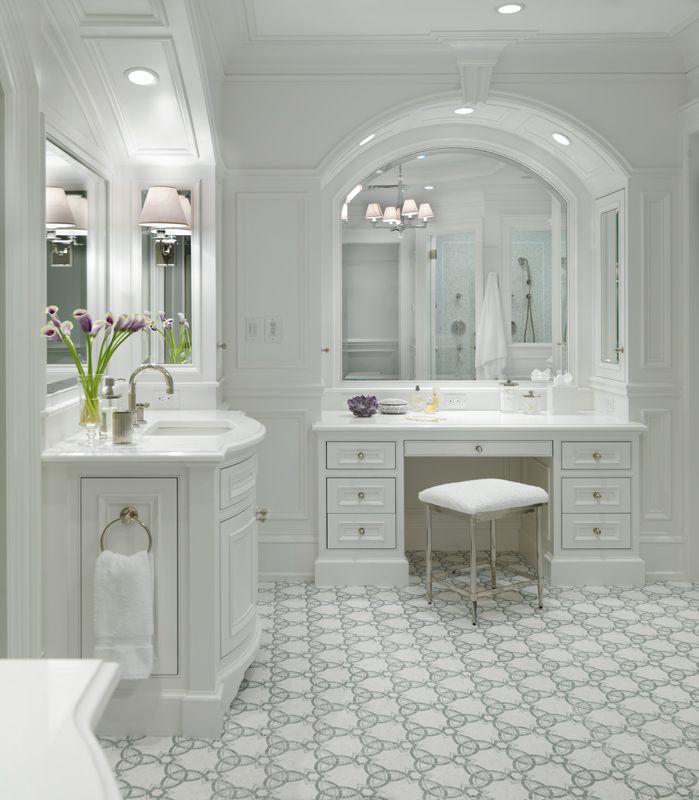 Master Suite Everything White バスルーム 洗面所 ドレッサー