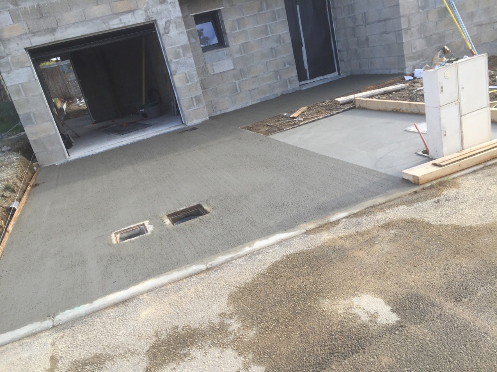 Entree De Garage En Beton B Ton Balay Pour Entr E Avenir Konstructions Entree De Garage Amenagement Entree Maison Beton Design