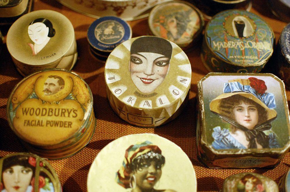 Old vintage perfume and powder boxes - Perfume history - Regia
