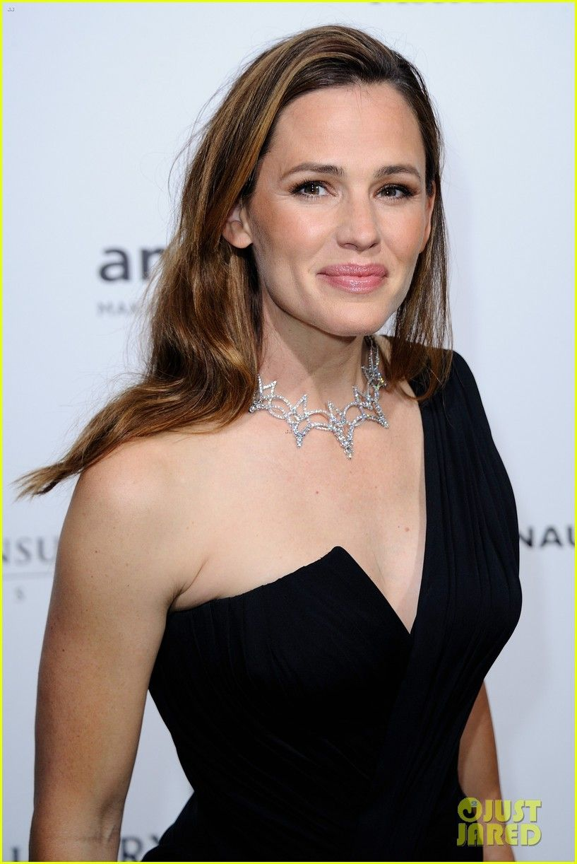 Jennifer Garner Jennifer Was Born On April 17 1972 In Houston Texas Usa As Jennifer Anne Garner Jennifer Garner Jen Garner Beautiful Celebrities