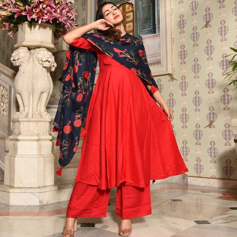 5e89cbb472 Buy this sizzling red colored tapeta silk designer salwar kameez online for  upcoming family functions in your home at affordable rates from drapino  fashion ...