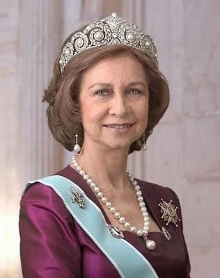 HM Queen Sofia of Spain wearing the Cartier pearl and diamond tiara (in the past the pearls could be replaced by emeralds), a pearl necklace with pendant, a pair of pearl and diamond earrings and her fleur-de-lys diamond brooch.