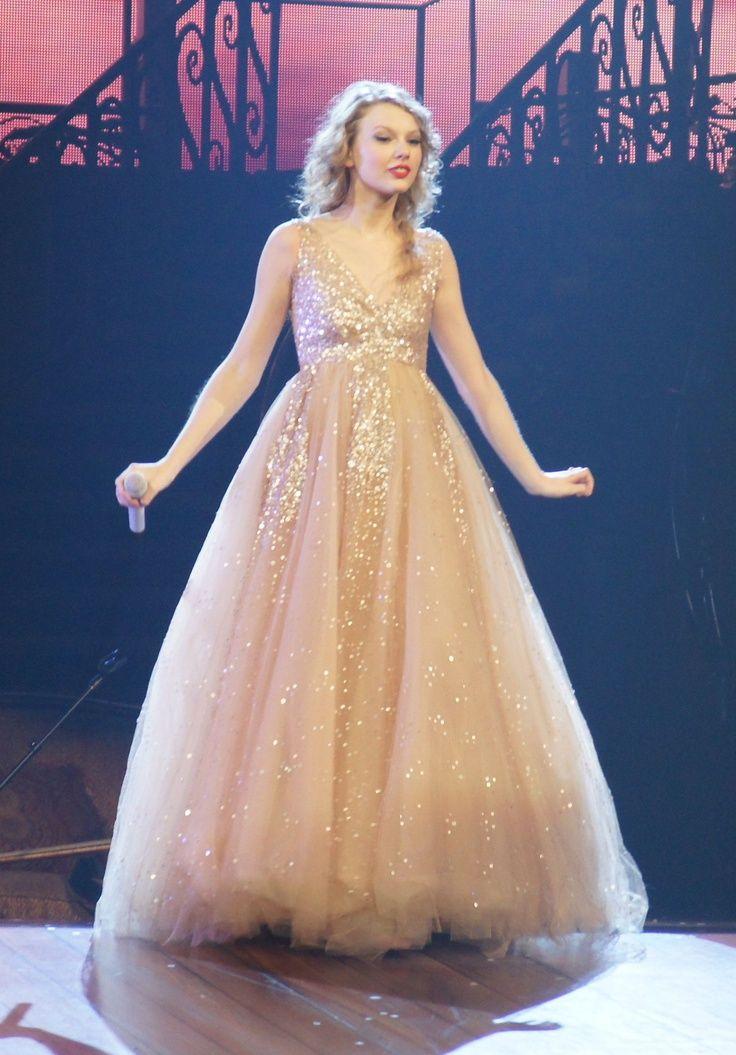 I am wonderstruck | Wedding Dresses | Pinterest | Taylor ...