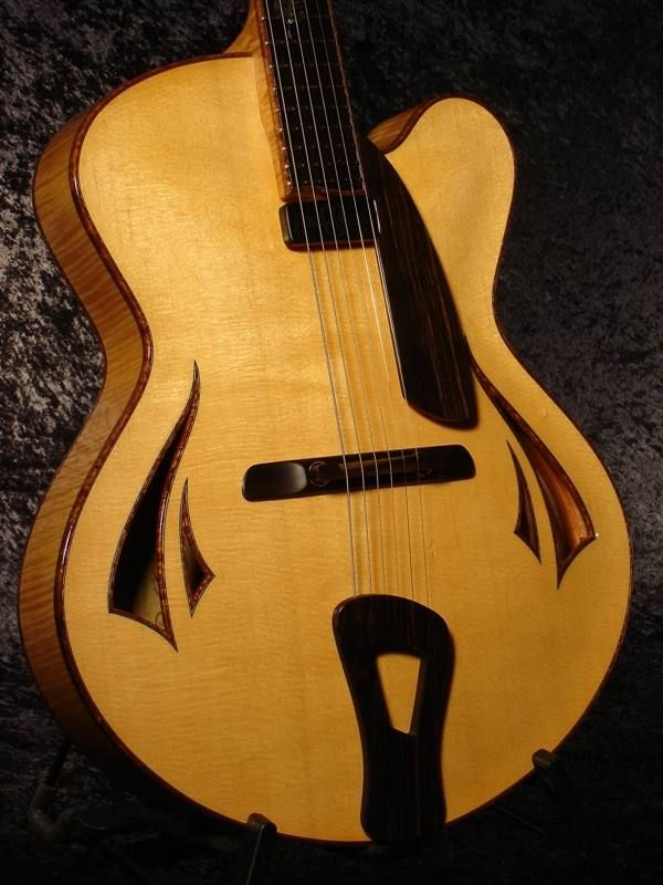 #Guitar #archtop Archtop guitar, model Kiwi, by luthier Tom Bills.