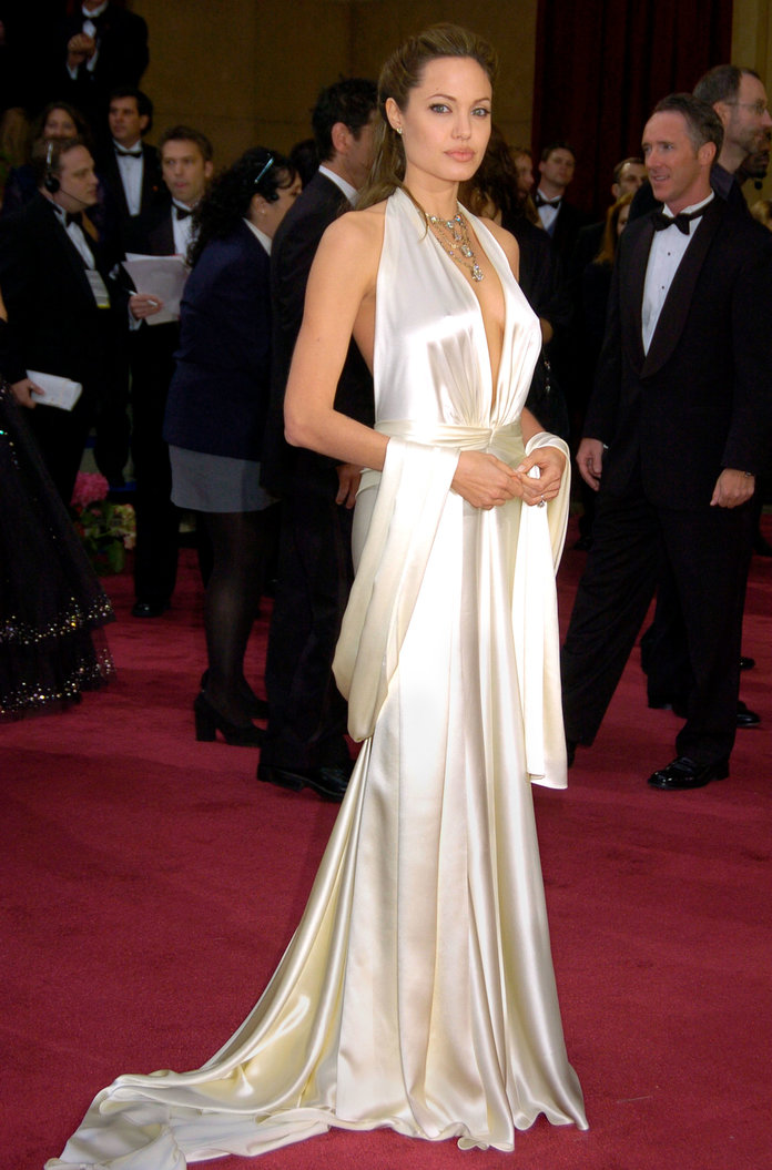 The 25 Most Iconic Red Carpet Dresses Of All Time Celebrity Dresses Red Carpet Best Oscar Dresses Iconic Dresses
