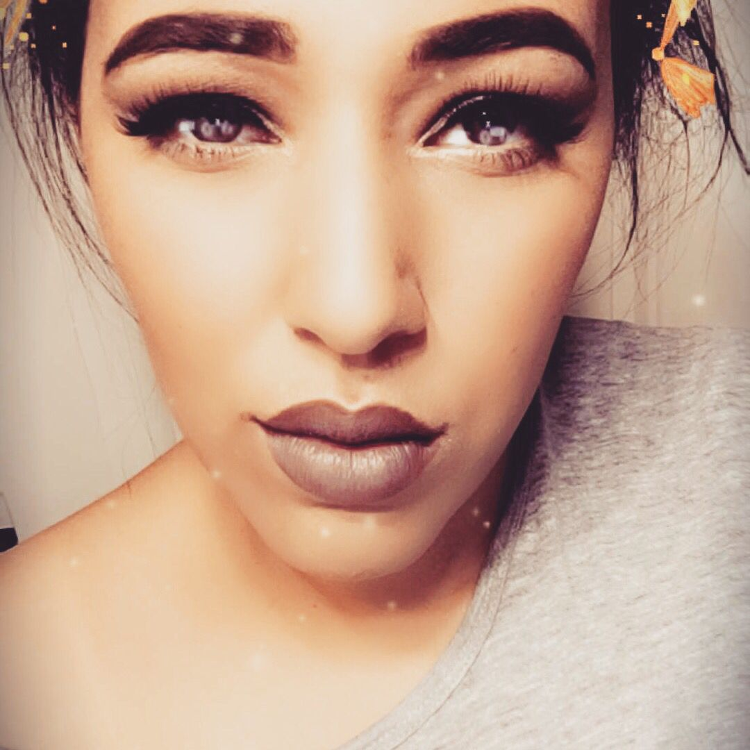 Little nose piercing  Pin by Shancie Taala on Makeup looks  Pinterest