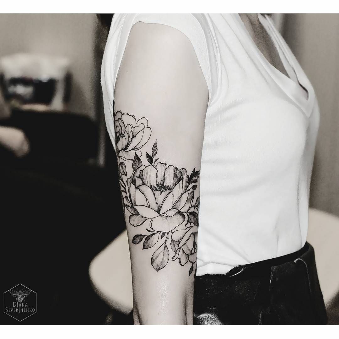 Ver esta foto do instagram de dianaseverinenko 2 925 for Flower tattoo arm