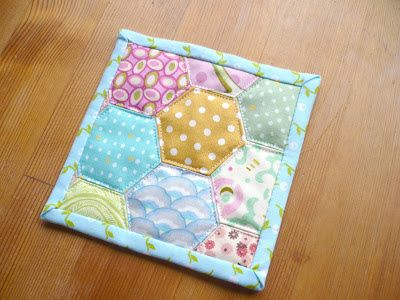 Miss Print: Tutorial: Quilt-As-You-Go Hexie Coasters!t. The REAL/working link to KayePrince.com