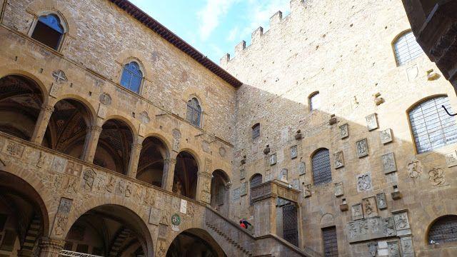 Vista Do Patio Interno Do Museu Nacional Do Bargello Em Florenca